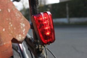 Feu arrière pour vélo avec bande cyclable