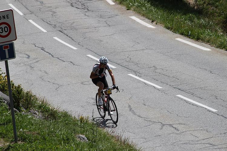 Dans les lacets de l'Alpe d'Huez sur la Haute Route Alpes 2017