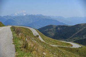Vue sur le Mont Blanc dans la descente de La Madeleine