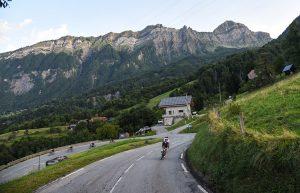 Dans la descente du Col de l'Epine sur la Haute Route Alpes 2017