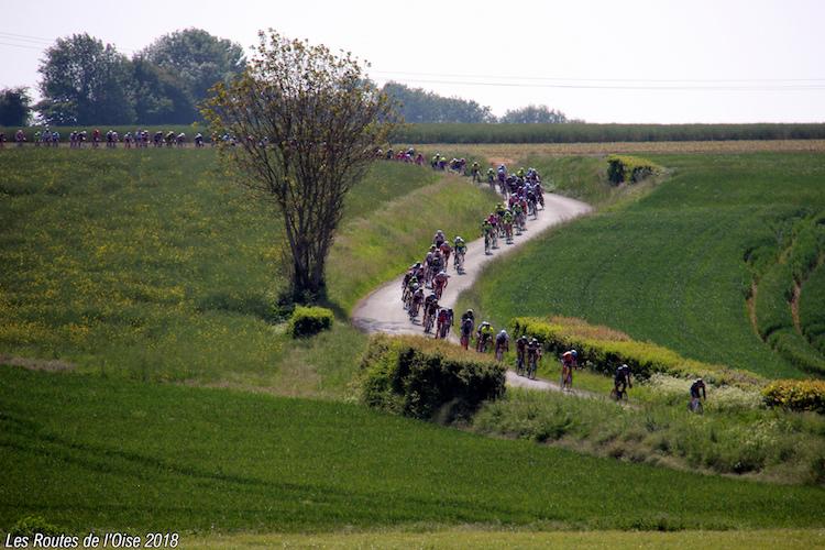 Le peloton sur la première étape des Routes de l'Oise 2018
