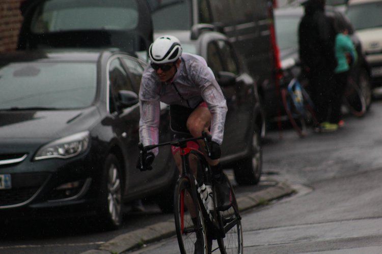 Tentative d'échappée à Gommegnies sous la pluie et dans le froid !