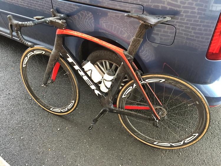 Le vélo bien sale après l'arrivée à Gommegnies...