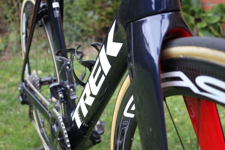 Les lignes racées de ce Trek Madone SLR avec freins à patins en font un vélo d'exception !